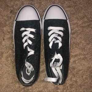 Pretty new, air walk grey sneakers!